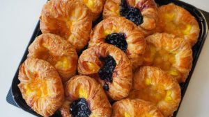 コストコ「ミニデニッシュ」トロピカル、ブルーベリー、アップルどれも当たり♪リピート確実の新作パン。